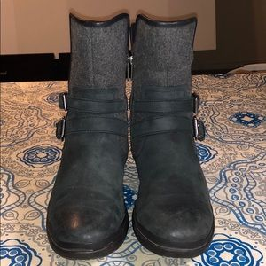 UGG  Good Condition 166 Simmens Leather Boot.